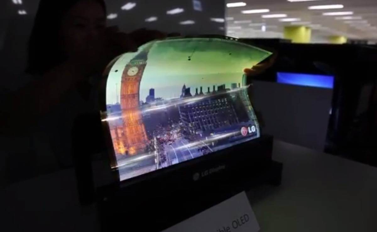 lg paper Hot on the heels of the 115-inch flexible-screened skiff e-reader is news of korean tech giant lg's floppy-screened e-paper the prototype device measures in at a.